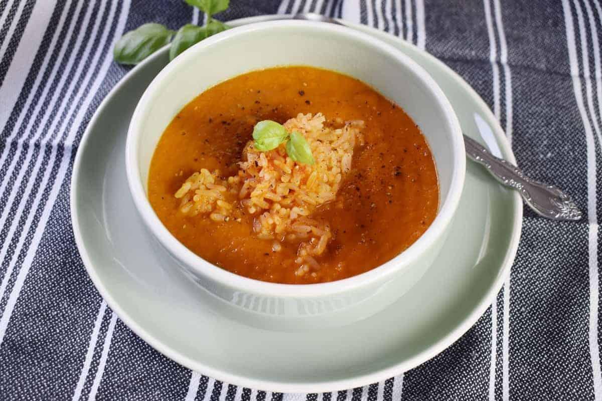 Tomatensuppe mit Reis – Foto: Nicole Stroschein
