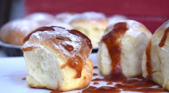 Süße Hefebrötchen mit Marmelade aus dem Thermomix® – Foto: Nicole Stroschein
