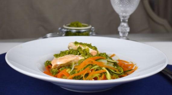 Gemüsespaghetti und Lachs aus dem Thermomix® – Foto: Nicole Stroschein