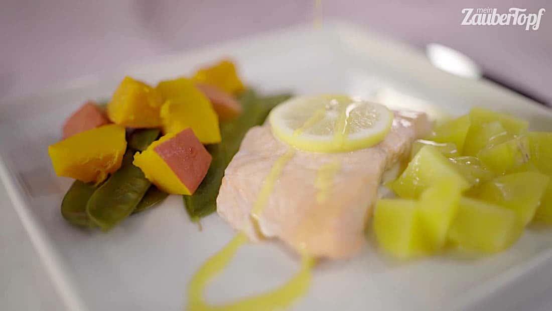 Lachs mit Kartoffeln und Mango-Hollandaise aus dem Thermomix® – Foto: falkemedia