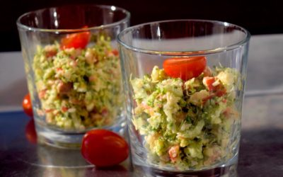 Brokkolisalat mit Feta und Walnüssen