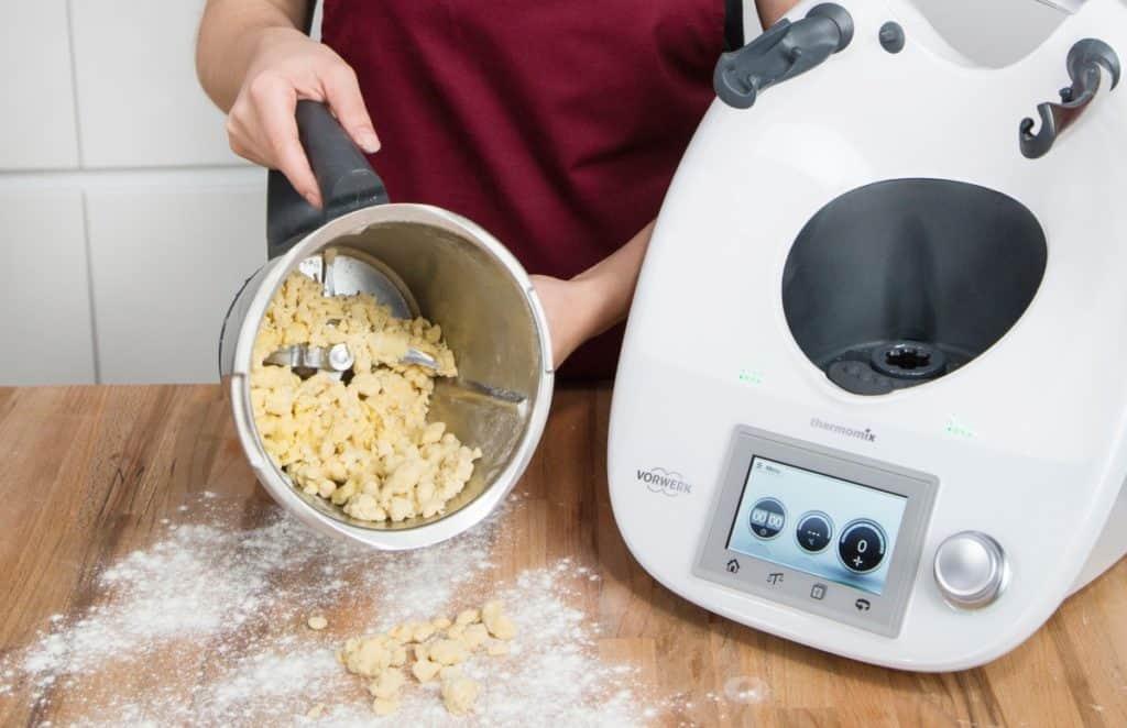 Pasta mit dem Thermomix®, der Teig im Mixtopf – Foto: Kathrin Knoll