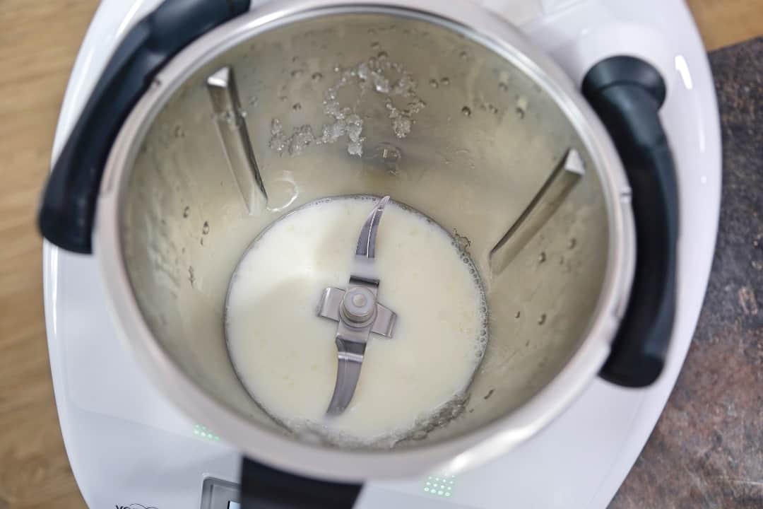 Eiswürfel im Mixtopf zerkleinern - Foto: Lisa Arndt