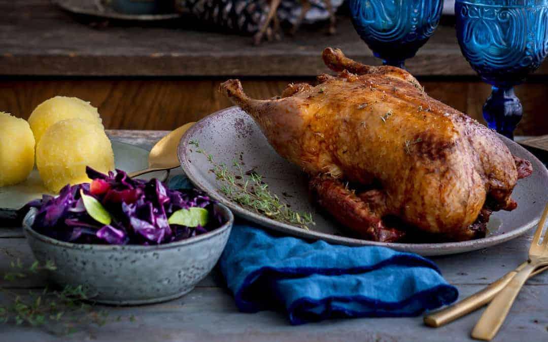 Knusprige Ente mit Rotkohl und Kartoffelklößen