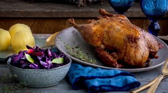 Ente mit Rotkohl und Kartoffelklößen aus dem Thermomix® – Foto: Tina Bumann