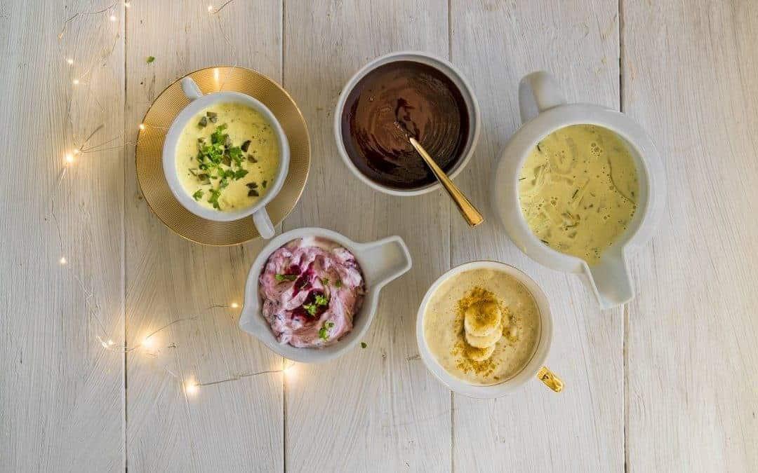 Curry-Banane, Preiselbeer, Barbeque, Zwiebel-Senf – 4 tolle Soßen für Fondue und Raclette