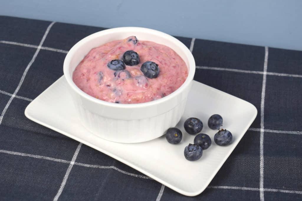 Leichter Joghurt mit Früchten aus dem Thermomix® – Foto: Nicole Stroschein