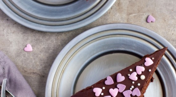 Schokoladenkuchen mit Herzen - Foto: Anna Shepulova