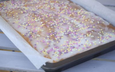 Saftiger Blechkuchen mit Birne