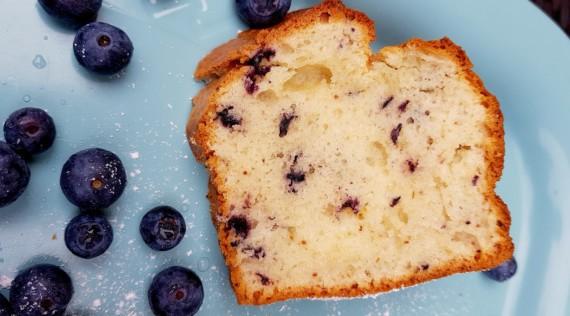 Zitronen-Blaubeer-Kuchen aus dem Thermomix® – Foto: Nicole Stroschein
