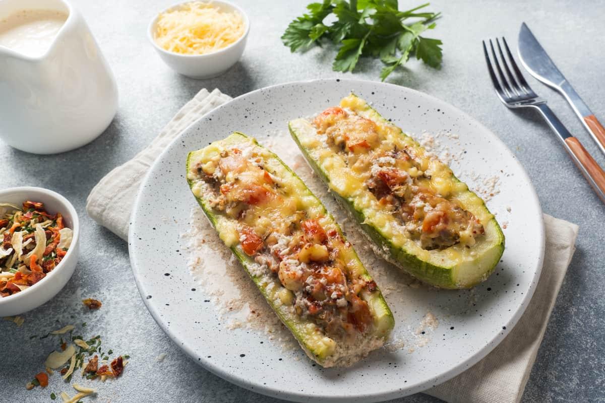 Gefüllte Zucchini mit dem Thermomix® – Foto: gettyimages/derketta