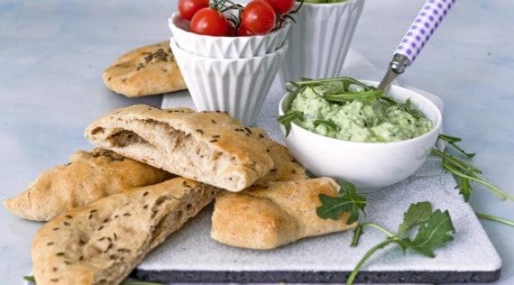 Dinkelvollkornfladen mit Avocado-Dip und Rohkost aus dem Thermomix® –Foto: Tina Bumann