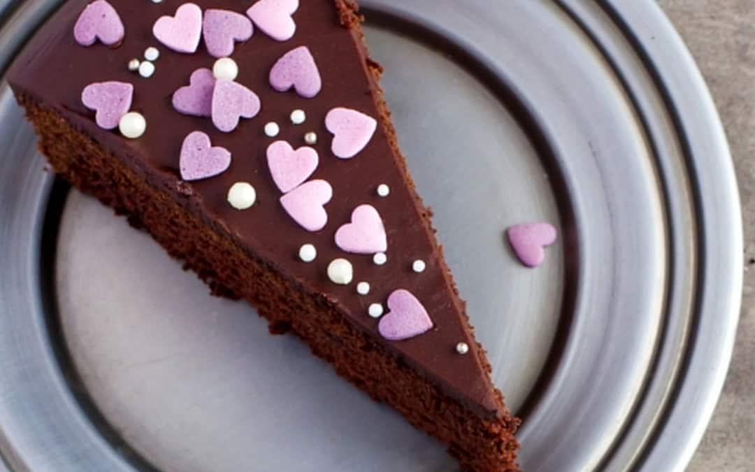 Schokoladenkuchen mit Herzchen - Foto: Anna Shepulova