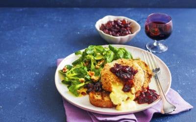 Gebackener Camembert mit Cranberry-Chutney und Feldsalat
