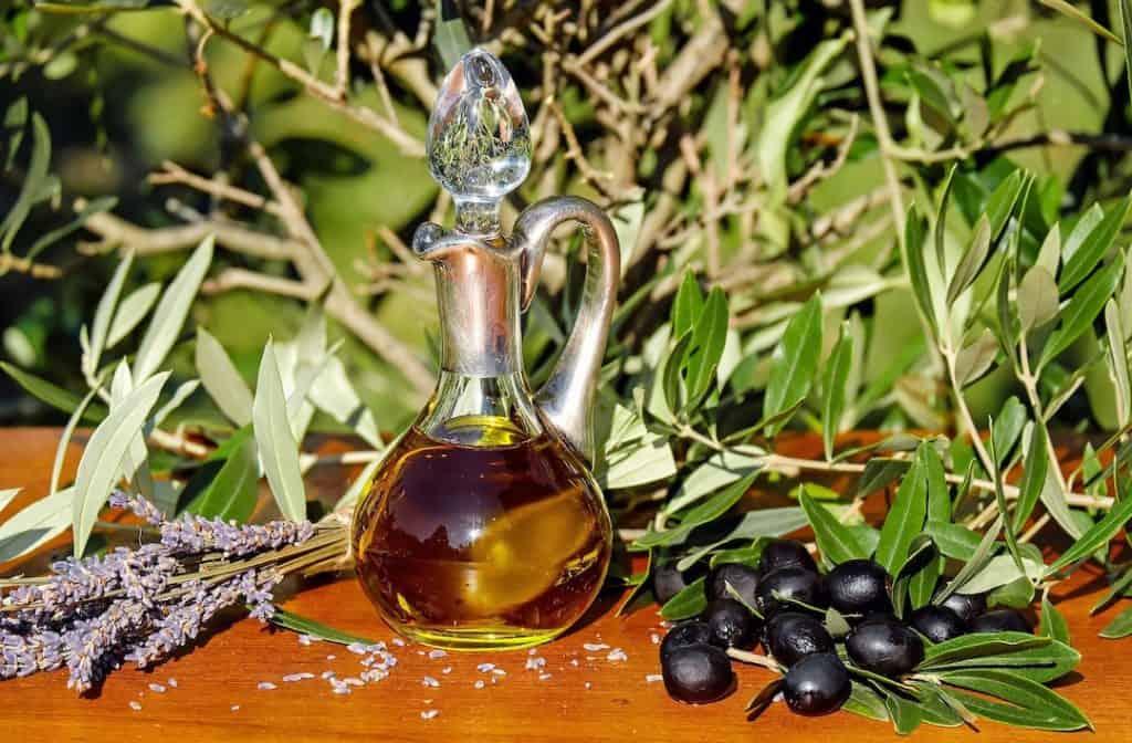 Oliven-Öl gehört zu den guten Fetten – Foto: Coleur/Pixabay