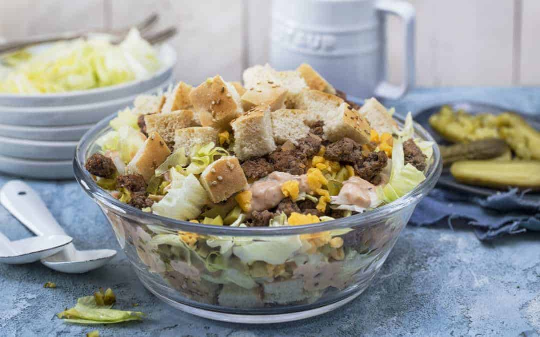Big-Mac-Salat mit gebratenem Hack und Cheddar
