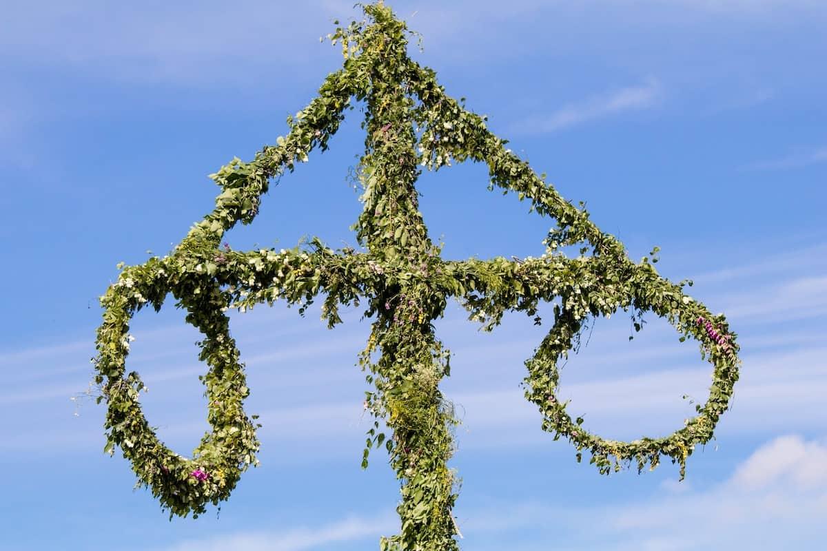 Der Midsommar-Baum, auch genannt Midsommar-Stange – Foto: Pixabay