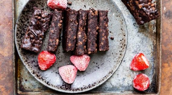 Avocado-Brownies mit Chocolate Chips aus dem Thermomix® – Foto: Sophia Handschuh