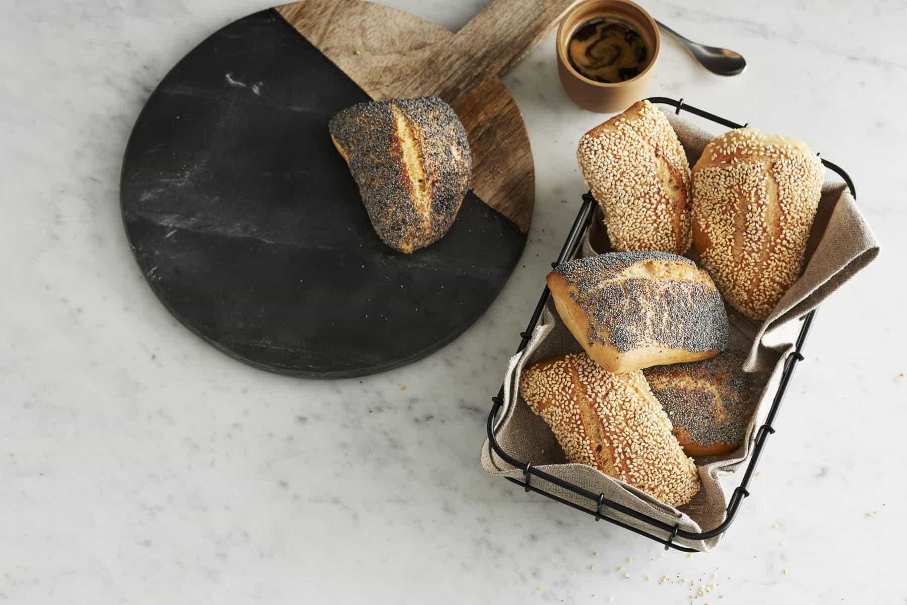 Mohnbrötchen und Sesambrötchen mit Joghurt aus dem Thermomix® –Foto: Jorma Gottwald