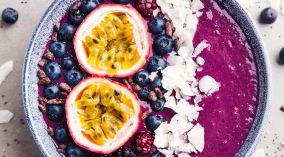 Smoothie-Bowl mit dem Thermomix® – Foto: gettyimages / nerudol
