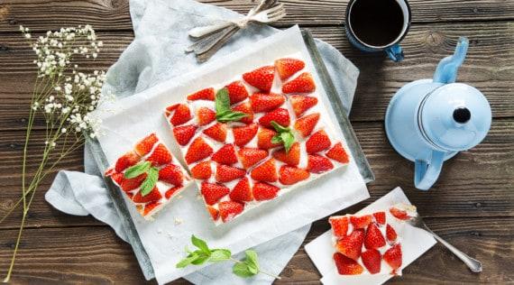 Erdbeer-Schmand-Schnitten vom Blech mit dem Thermomix® – Foto: Anna Gieseler