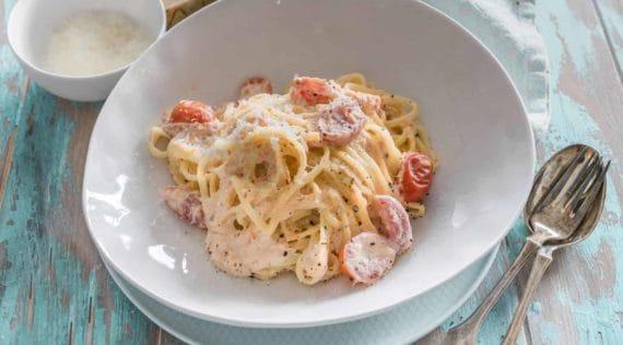 Nudeln mit Lachs in Tomaten-Sahne-Soße aus dem Thermomix® – Foto: Tina Bumann