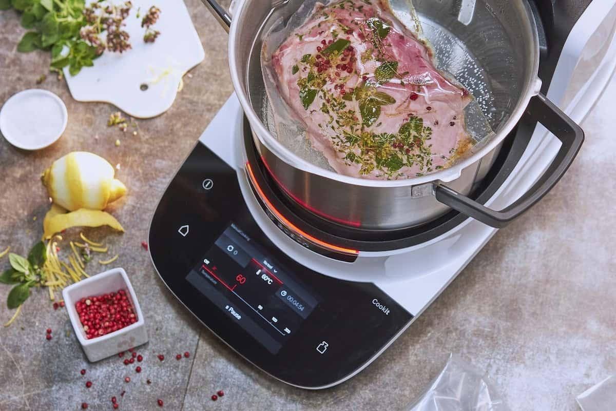 Fleisch wird sous-vide gegart im Bosch Cookit –Foto: PR