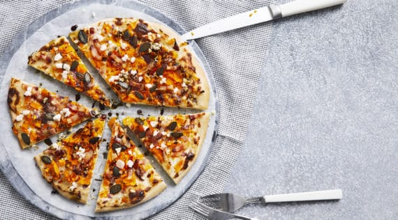 Kürbis-Pizza mit Speck mit dem Thermomix® –Foto: Jorma Gottwald