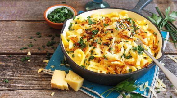 Käsespätzle mit gerösteten Zwiebeln – Foto: Ira Leoni
