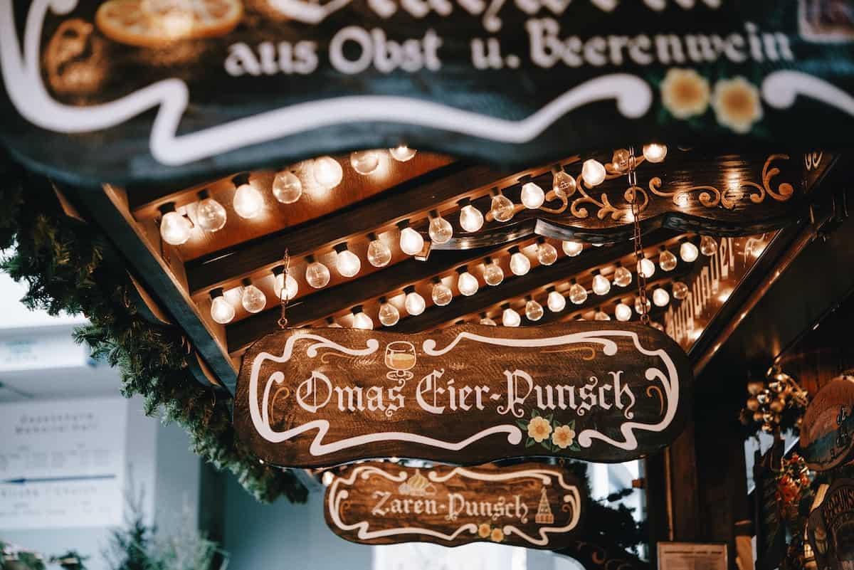 Auf dem Weihnachtsmarkt – Foto: Roman Kraft für Unsplash
