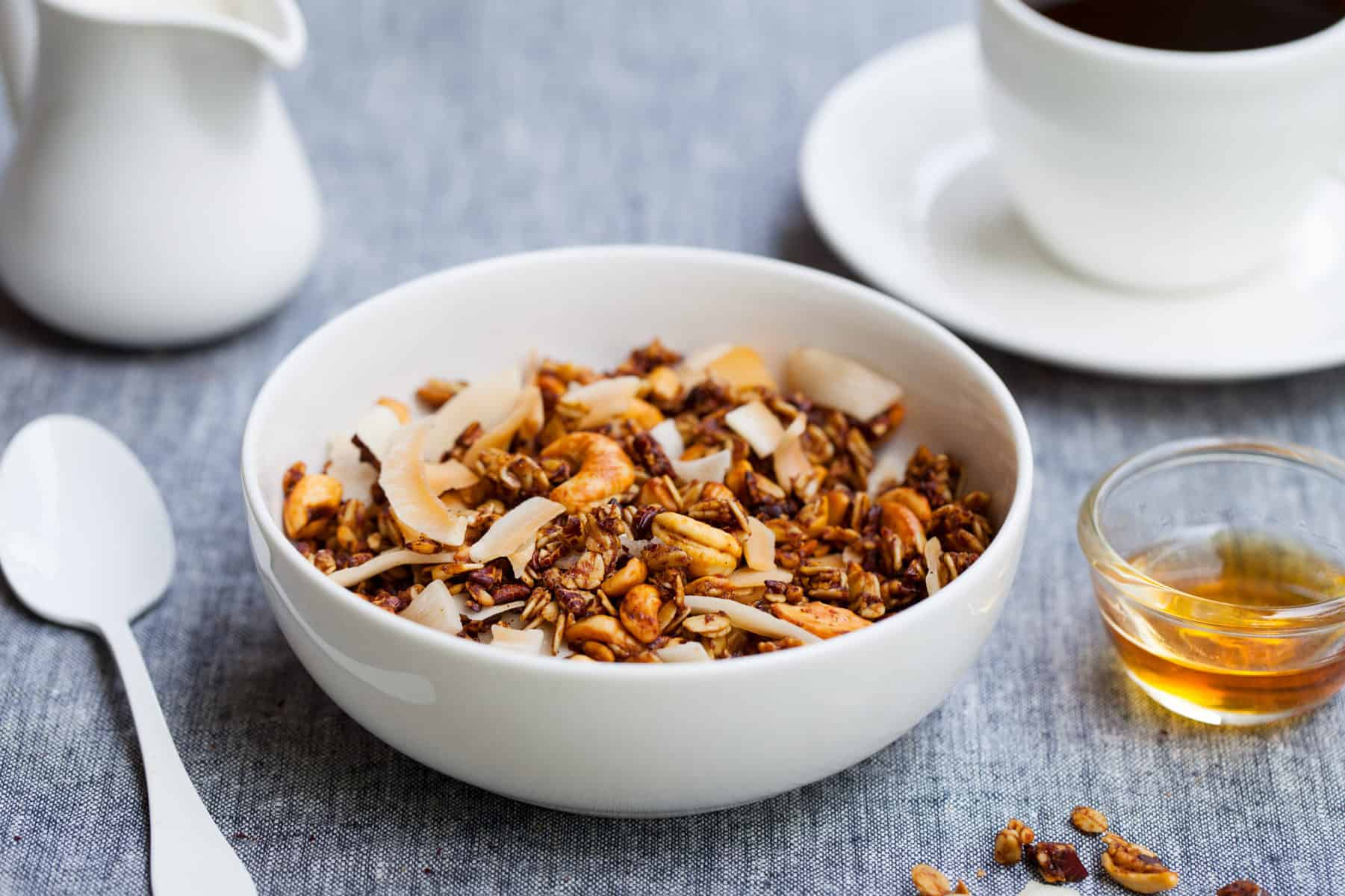 Low Carb Müsli aus dem Thermomix® – Foto: gettyimages / AnnaPustynnikova