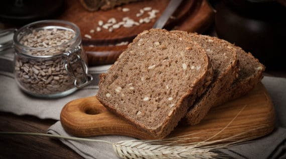 Fitnessbrot mit dem Thermomix® – Foto: gettyimages / arfo