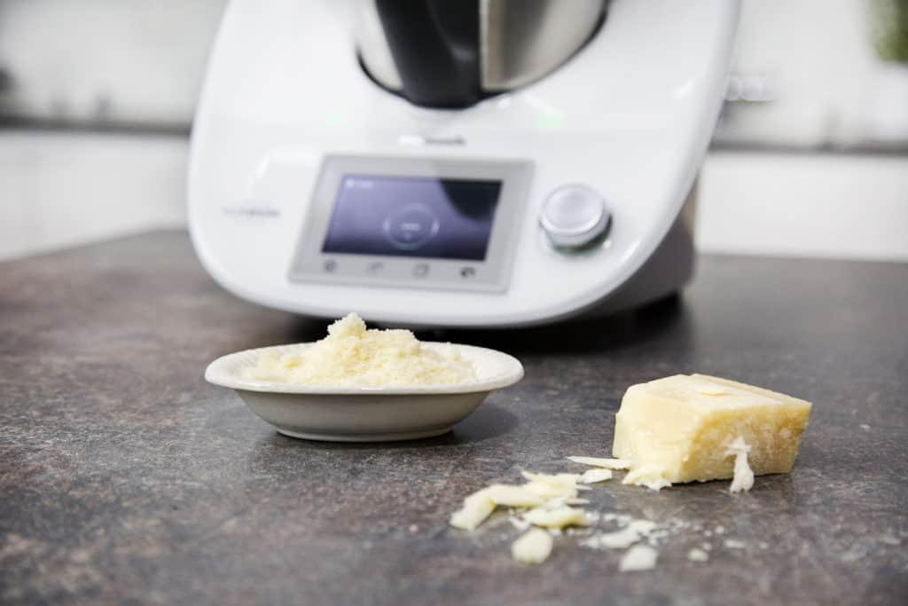 Käse reiben mit dem Thermomix® –Foto: falkemedia