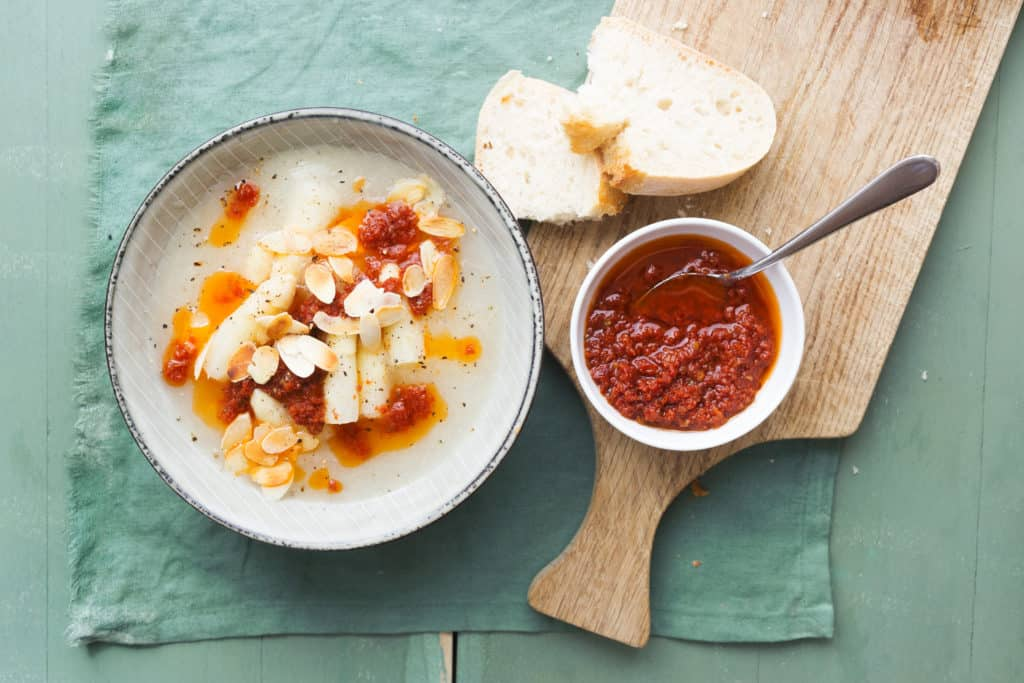 Vegane Spargelsuppe mit Tomatenöl aus dem Thermomix® - Foto: Ira Leoni