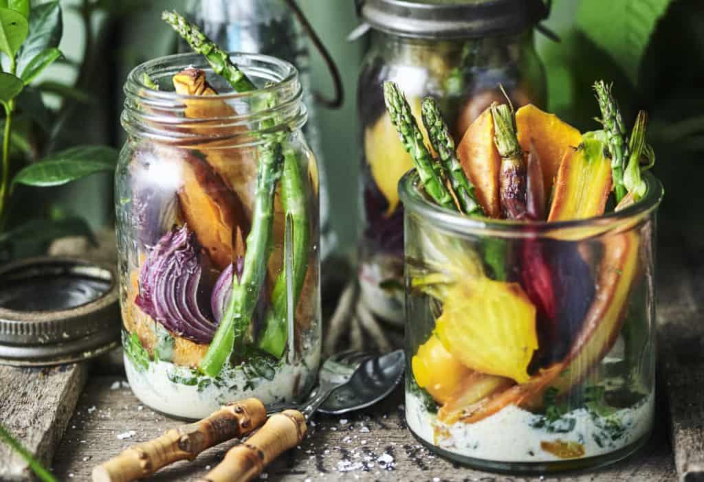 Ofengemüse-Salat mit Knoblauch-Senf-Dressing - Foto: © StockFood / Bauer Syndication