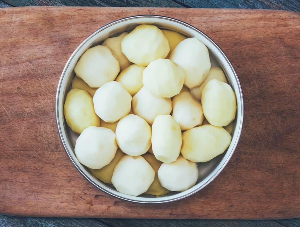 Perfekt geschälte Kartoffeln –Foto: gettyimages / gutaper