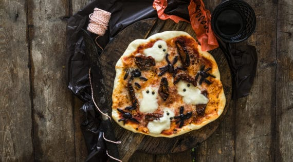 Halloween Pizza mit dem Monsieur Cuisine –Foto: Tina Bumann